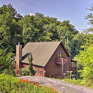 Sevierville Resort Cabin With Patio, Porch And Hot Tub! photos Exterior