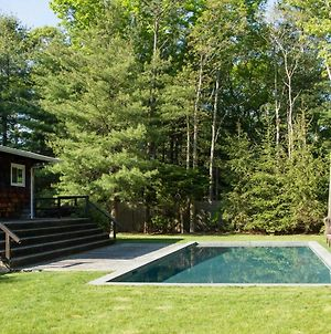 East Hampton Home With Pool And Fire Pit - Near Village photos Exterior