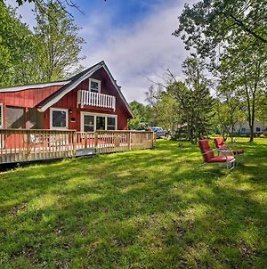 Pocono Lake Cabin With Lake Views & Resort Amenities photos Exterior