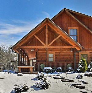 Serene Sevierville Cabin With Hot Tub And Pool Access! photos Exterior