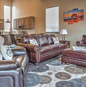 Upscale Moab Home With Redrock Views And Hottub And Patio photos Exterior