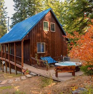 Lovely Leavenworth Cabin With Hot Tub-Ideally Located photos Exterior