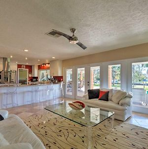 Updated Waterfront Crystal River Retreat With Dock! photos Exterior