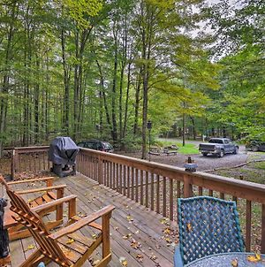 Pocono Lake With Deck - Walk To Lake And Pool Access! photos Exterior