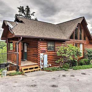Luxe Sevierville Cabin With Game Room And 4 King Beds! photos Exterior