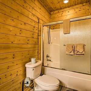 Cabin With Hot Tub & Game Room In Cedar Falls Resort! photos Exterior