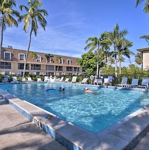 Naples Condo With Pool - Walk To Dining And Beach photos Exterior