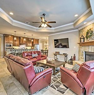 Luxurious College Station Home W/ Pool+Patio! photos Exterior