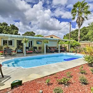 St. Petersburg Home W/ Tropical Yard & Pool! photos Exterior