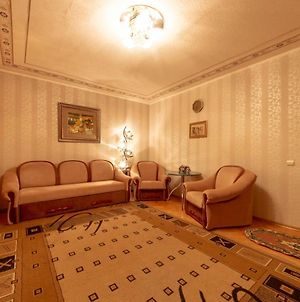 Comfortable Three Bedroom Apartment St. Kutuzova, 14 photos Exterior