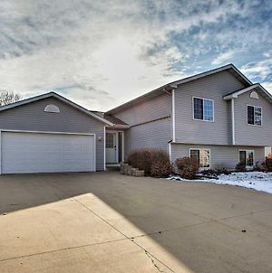 Suburban Gem With Yard And Deck 5Mi From Dtwn Rochester! photos Exterior