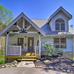 Lovely Cabin With Hot Tub In Heart Of Pigeon Forge! photos Exterior