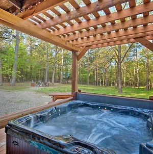 Loggin' Off' Cabin With Game Room, Mins To Lake photos Exterior
