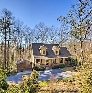 Remote Hendersonville Retreat With Deck And Fire Pit! photos Exterior