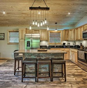 Secluded Cabin With Hot Tub, 3 Mi To Pigeon Forge! photos Exterior