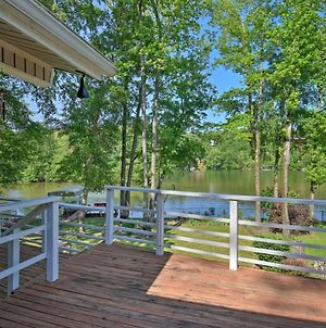 Lakefront Retreat With Deck, Dock & Resort Amenities photos Exterior