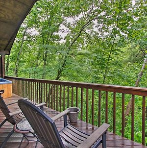 Decked-Out Cabin With Hot Tub About 2 Mi To Dollywood! photos Exterior