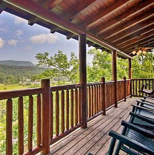 Mountain Paws Retreat With Hot Tub In Pigeon Forge! photos Exterior