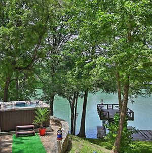 Patriotic Lakefront Seguin Home With Dock And Deck photos Exterior