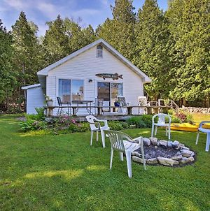 Cottage In Roweleys Bay With Deck And Fall Colors! photos Exterior