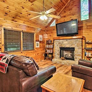 Explore Pigeon Forge Charming Cabin With Hot Tub! photos Exterior