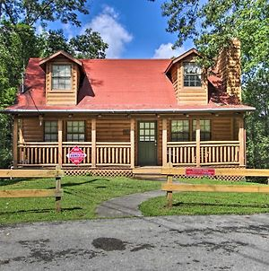 Pigeon Forge Log Home With Hot Tub Less Than 2 Miles To Dtwn! photos Exterior