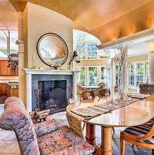 Lovely Brookfield Home With Private Deck & Views photos Exterior
