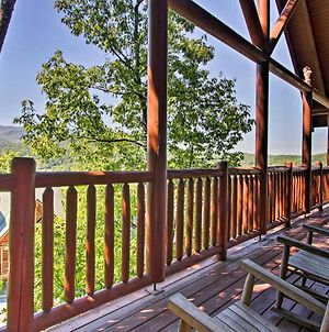 Modern-Yet-Rustic Pigeon Forge Cabin With Pool Access photos Exterior