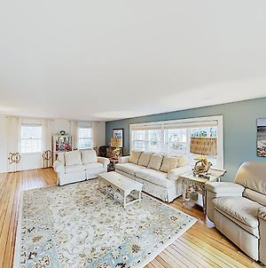 New Listing! Updated Estate By Nantucket Sound Home photos Exterior