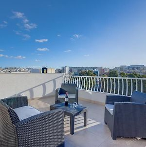 Centric And Modern Penthouse Close To Amenities photos Exterior