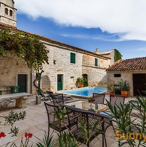 Rustic Villa With Pool In The Center Of A Romantic Little Place photos Exterior