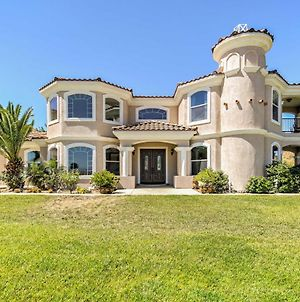 Luxurious Perris Villa With Balcony, Patio And Views! photos Exterior
