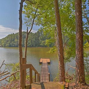 Pet-Friendly Toccoa Home With Deck And Lake Access! photos Exterior