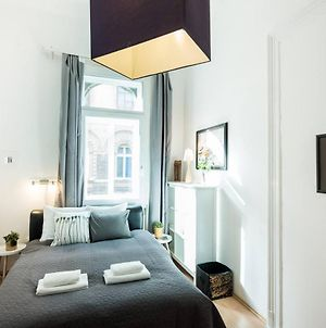 Cosy And Central Apartment With 4 Bedrooms And A/C photos Exterior
