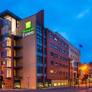 Holiday Inn Express - Glasgow - City Ctr Riverside, An Ihg Hotel photos Exterior