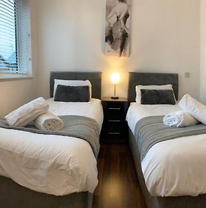 Zen Mint Birmingham City Centre Apartment With Kitchen And Secure Parking Perfect For 2-4 Contractors And Family Accepting Long Term Bookings Low Rates For January photos Exterior
