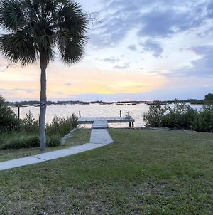 Waterfront Cedar Key Duplex Home With Private Dock! photos Exterior