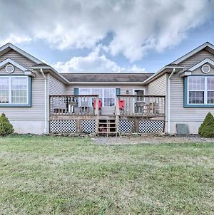 Quiet And Spacious Family Home In Beach Lake With Yard! photos Exterior