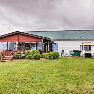 Lyndonville House With Fire Pit & Screened Patio! photos Exterior