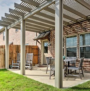 College Station Townhouse With Patio & Pool Access! photos Exterior