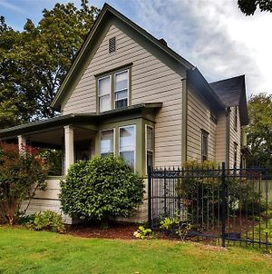 Historic & Charming Salem Home With Mill Creek Views! photos Exterior