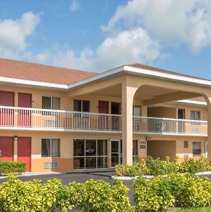 Howard Johnson By Wyndham Vero Beach/I-95 photos Exterior
