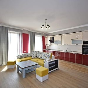 Exclusive 2 Bedrooms Awesome Apartment In New Building, Balcony View, Yerevan Center photos Exterior