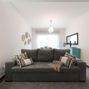 Lovelystay - Newly Decorated 2Br Flat With Free Parking photos Exterior