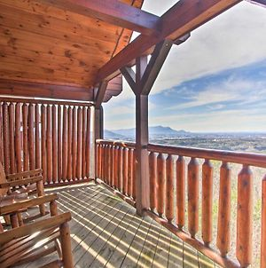Upscale Retreat With Deck, Hot Tub, & Stunning Views photos Exterior