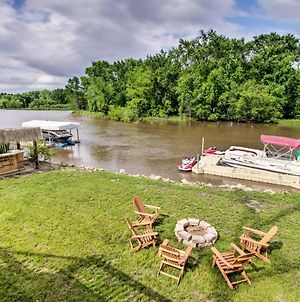 Private Waterfront Mississippi River Home! photos Exterior