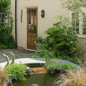 Cosy Self Contained Cottage In Peaceful Courtyard, Great Base For Visiting Friends And Family And Exploring Historic Warwickshire photos Exterior