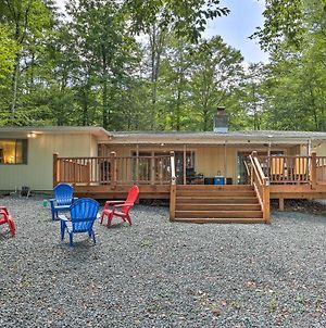 Lakefront Poconos House With Deck And Beach Access! photos Exterior