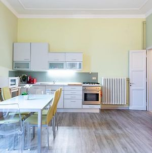 Colorful 2 Bed Flat W/Parking Near The Station photos Exterior