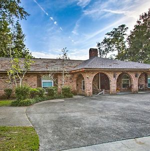 2,500-Square-Foot Slidell Family Oasis With Hot Tub! photos Exterior